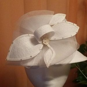"White straw ""church"" hat"
